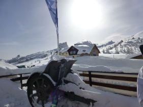 world war 1 artillery gun covered in snow