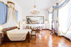 La-Villa-Bedroom